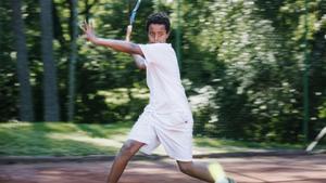 Om ett år ska Simon börja gymnasiet, men vill hellre behålla sin nuvarande träning i Södertälje än att börja på ett tennisgymnasium ute i landet.
