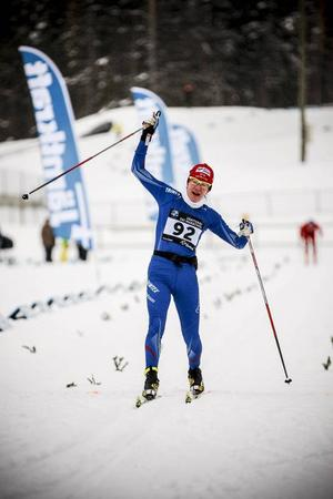 Sofia Bleckur, Mora, kunde kosta på sig en segergest i D21. Segermarginalen till tvåan Maria Rydqvist, Älvdalen, blev två minuter och 54 sekunder.
