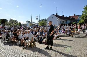 Stor uppslutning. Intresset var stort när det bjöds på musik i Askersunds hamn en solig sommarkväll i mitten av juli i år. Arkivfoto: Linnéa Katz