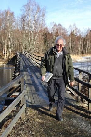 Mellan Stenåker och Mariehill finns en smal gångbro, som Gunnar Olsson, ordförande i Utviksvägens Intresseförening, tycker förtjänar större uppmärksamhet. En utmärkt väg att vandra och Mariehills och Stenåkers byföreningar underhåller bron.