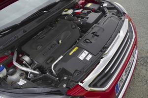 Nya bensin- och dieselmotorer som vid en första bekantskap lovar mycket gott. På bilden en tvåliters turbodiesel med 150 hästkrafter som i kombination med automatlåda ska förbruka 4,1 liter bränsle per 100 kilometer.