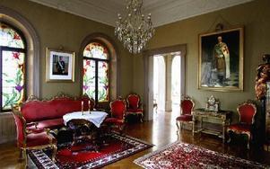 Bottenvåningen liksom husets exteriör har behållits i ursprungligt skick.