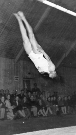Bengt Fredborg var en av två i Sverige som kunde göra en så här hög sträckt saltomortal.