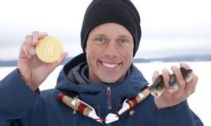 – Det här är ett av mina stora mål. Det är otroligt kul, säger Mikael Rehnman, Sundsvall, vinnare i herrseniorklassen vid pimpel-SM i Dalarna.