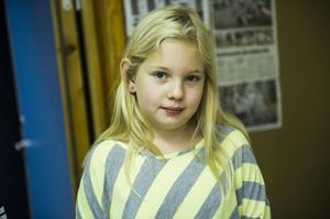 Julia Tegström, 10 år, Moliden:– Vi har inte tidningen men mormor har den, hon har många tidningar i sin tidningskorg och då brukar jag läsa.