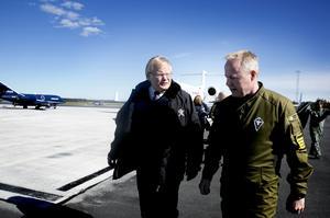 I Luleå möttes Hultqvist av flottiljchefen Carl-Johan Edström.