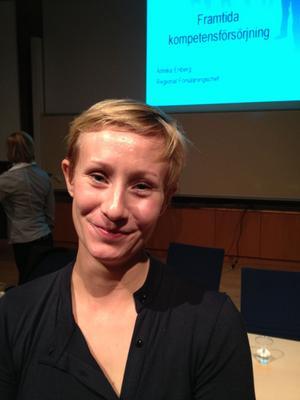 Linnéa Hassis arbetar med projektet Stanna i Dalarna, som i går mötte studenter på Högskolan Dalarna.