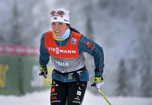 Charlotte Kalla, liksom övriga i svenska skidlandslaget, tränade och testade skidor inför morgondagens start av världscupen i finska Ruka.