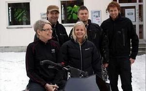 Tommy Håx, Bengt-Olov Grundin, Viktor Solli, Catarina Nilsson och Monica Grundin arbetar på Bengts touringbutik i Djurmo. FOTO: ANGELICA LINDVALL