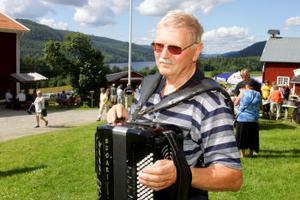 Tore Edström, Sundsvalls dragspelsgille, hoppas att fler unga ska börja spela dragspel i framtiden.