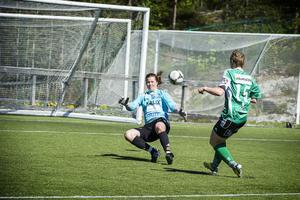 Josefin Larsson lyfter in 3–0 mot Assi i slutet av första halvlek. Själevad tappade det mesta i andra och det slutade 4–4.