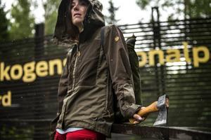 Naturkompaniet.   Martina.   Keb jacket women, Fjällräven. 2799 kronor.   Yxa kubben, Gränsfors bruk. 729 kronor.