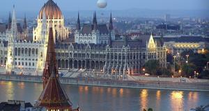 Budapest är en av de städer man kan semestra billigt i.