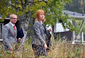 Första försöket att ta egna pressbilder på blivande partiledaren Annie Lööf avbröts abrupt av en regnskur.