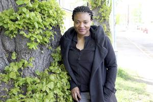 Theresa Ogionwo är fascinerad över att vi har så många träd i Sverige.