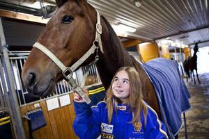 – Det känns som man bör ge hästarna hö av bra kvalité i största möjliga mån, det är ju hästens naturliga foder, säger Cecilia Steen.
