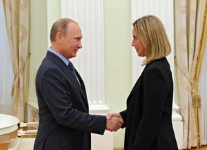 Mogherini träffade Putin i Moskva  efter Krim och bara veckan före Rysslands nedskjutning av MH17 2014. Det här mötet skedde när Mogherini var italiensk utrikesminister.
