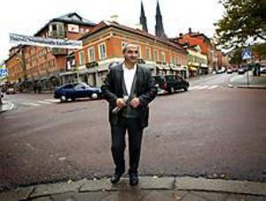 Foto: DICK PETTERSSON/UNT Först ut. Ahmad Abdul-Qader har tröttnat på att leta bostad i Uppsala och flyttar till Gävle.
