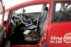 För säkerhets skull mätte ljuddomarna bilarna efter avlyssningen. Här är testutrustningen monterad i Honda Jazz.