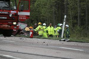 En person fick klippas loss efter olyckan på väg 56.