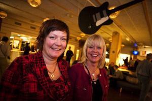 Ingrid Wikström och Eva-Lena Danielsson trodde att de nog hade varit på Bluesfestivalen 4–5 gånger tidigare.– Nu har vi ju sett Ronander och han var bra, sa de. Sen ska vi se Wentus Bluesband och så ska vi nog kika lite på Sven Zetterberg.