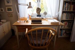 Astrid Lindgrens skrivbord och skrivmaskin i hemmet på Dalagatan 46 i Stockholm. I lägenheten skrev hon bland annat sin genombrottsbok