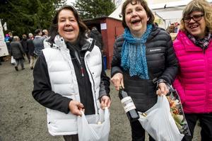 Agneta Sallander, Barbro Boman och Ann-Katrin Boman var glada över den goda glöggen de köpt under mässan.