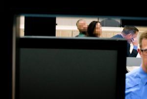 4 juni 2015. Den misstänkte terror-rekryteraren häktas i Örebro tingsrätt. Han släpps ur häktet 20 dagar senare, den 24 juni.