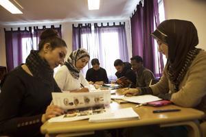 Zali Karro och Shazia Shazia är nöjda med undervisningen i svenska som de får genom ABF.