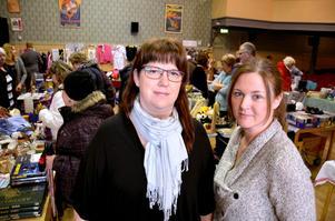 Loppisarrangörer. Petra Sandberg Andersson och Therese Stjärnlöf från Folkets hus föreningen i Askersund.