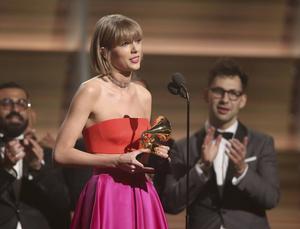Taylor Swift fick motta tre Grammys: Årets album, bästa pop-album och bästa video.