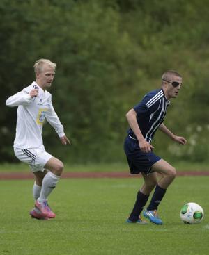 Oskar de Vahl låg bakom det mesta i offensiv väg när Kovland bjöds på en rejäl fotbollslektion av Oliver Widahls Selånger.