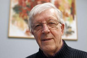 Politikern Willy Eriksson har valt att lämna sitt parti Srd men sitter kvar i kommunfullmäktige.