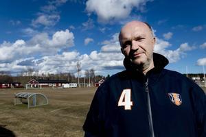 Bert Ståhlberg tar över huvudansvaret för Kubikenborgs IF sedan Anders Strandlund klivit av efter sex spelade omgångar i fotbollstrean.