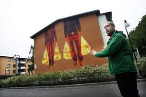 Konstnären RolfCarlWerner har bidragit till att piffa upp Öster.