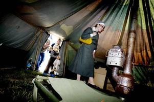 PÅ UPPTÄCKTSFÄRD. Jenny Swennewall från Norrsundet tog med sig sina barn Hilda, Sigrid och Joar.
