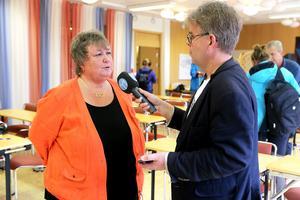 Elisabet Lassen, kommunalråd, var nästan mållös efter landstingets presskonferens.