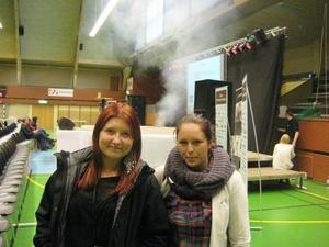 Hannah Forsmark och Michaela Larsson, som läser IT på John Bauer i Gävle, kommer att driva UF-företag som smyckestillverkare.