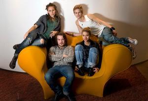 Nu ger sig de fyra kvarvarande idolerna ut på miniturné till Malmö och Göteborg.
