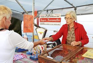 Solveig Norberg Carlsson sålde marknadskarameller som vanligt, fast på ny plats.