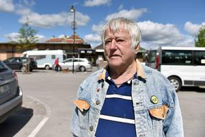 Lars Erik Malmkvist tror att arbetslöshet och utanförskap är orsaken till att man väljer att förstöra.