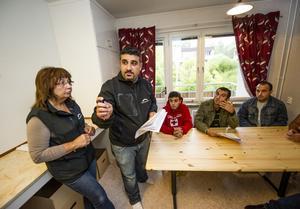 Samling i köket för information från Marguerithe Fahlin och Dakhar Kahlid.