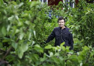 Sven Sjöqvist har 300 olika träd och buskar på sin 2 000 kvadratmeter stora tomt i Åbytorp.