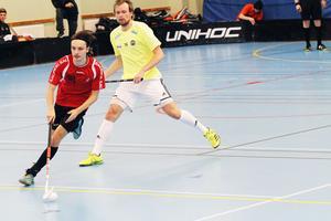 IBK Runstens forward Oliver Bäcklin var i form och dribblade sig igenom SAIK:s försvar.