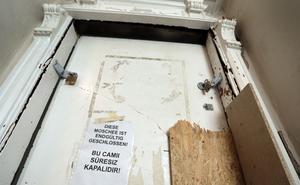 Ingången till moskén som nu stängts av de tyska myndigheterna.