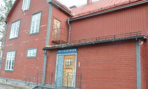 Det gamla slitna fritidshuset ska genomgå en ansiktslyftning både på insidan och på utsidan. Nästa sommar hoppas paret att renoveringsarbetet ska vara klart.
