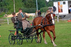 Gerhard Winroth styr sin häst. Snart kan ha få en ny bana att tävla på.
