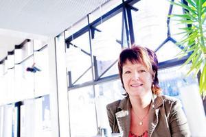Ingela Bäckström säger att engagerade chefer kan spara mycket pengar åt ett företag eftersom engagemanget kan skapa en långsiktigt bra hälsa bland personalen.Foto: Håkan Luthman