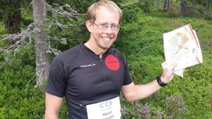 Magnus Grafström visar upp kartan han använda när han sprang fel.