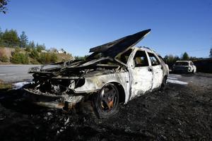 Med bara ett par timmars mellanrum brann två fordon på pendlarparkeringen.